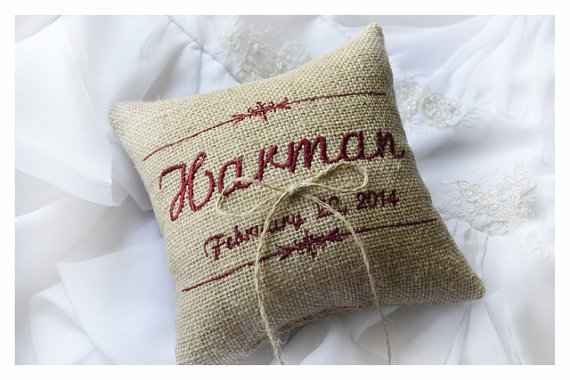 Hochzeit - Burlap Wedding pillow , wedding pillow , ring bearer pillow, ring pillow,  personalized wedding pillow (R53B)