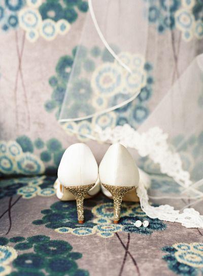 Hochzeit - Southern Charm Art Gallery Wedding