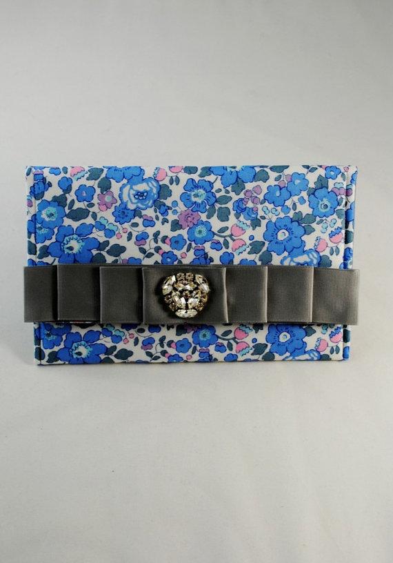 Свадьба - SALE, SHIPS IMMEDIATELY, Blue Liberty of London Print Clutch, Wedding bag, Floral print clutch, Bridesmaid Gift, Bridal Clutch, blue floral