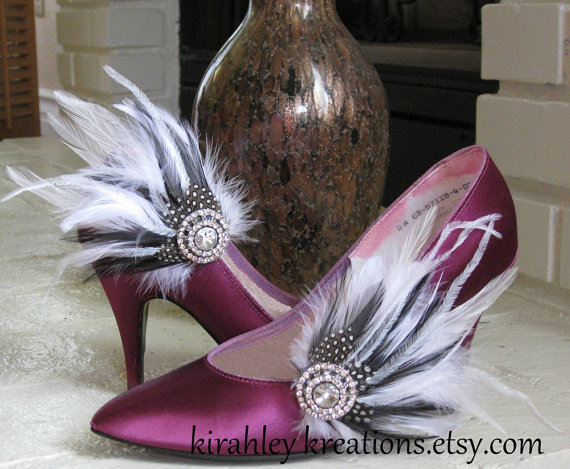 Mariage - AVERY -- Wedding Bridal Feather Shoe Clips in Black and White w/ Rhinestones -- Or ANY color for the Bridesmaids, contact me for details