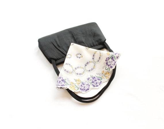 Mariage - Vintage Hanky -  Circular Floral Wreath of Purple and Yellow Buds - Round White Cotton Flower Hankie  - Floral Wedding Handkerchief