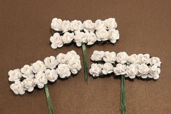 Mariage - 36 White Paper Flowers - mini bouquet - weddings - favors - invitations - paper goods