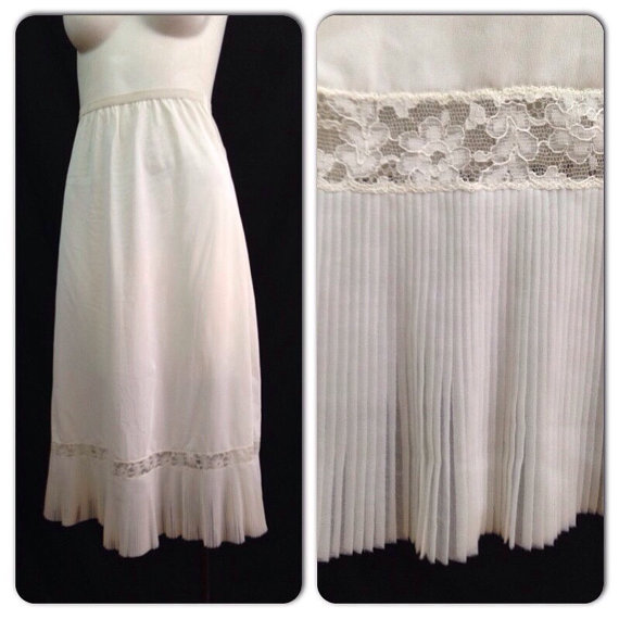 23e8c4010 Vintage 1950s White Nylon Lace Slip   50s Pleated Trim Lingerie Small  Rockabilly Pinup