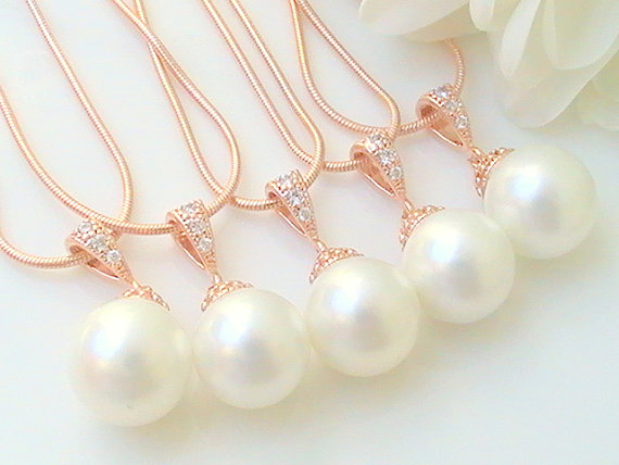 Свадьба - Unique  Bridesmaid Gift Set Of 5 10% Off - White Pearl Bridal Necklace- Rose Gold Wedding Jewelry- Wedding Earrings- Bridal Jewelry europe