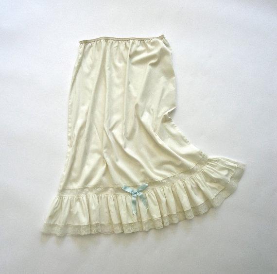 Mariage - Half Slip 3/4 length White Lace Mid Century Vintage