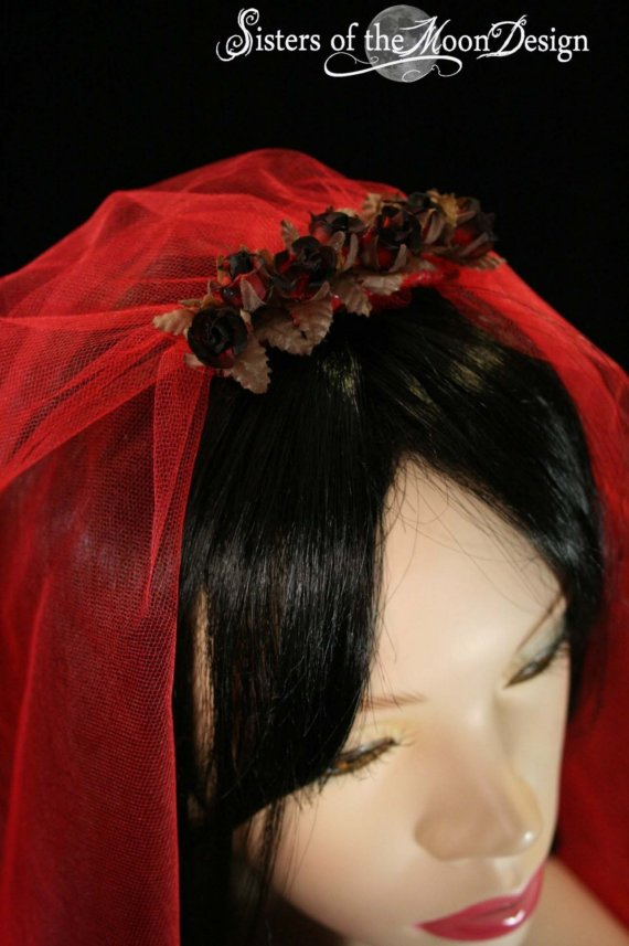 Hochzeit - Gothic red wedding veil bridal Burnt Roses lydia goth vampire halloween witch costume -- Sisters of the Moon