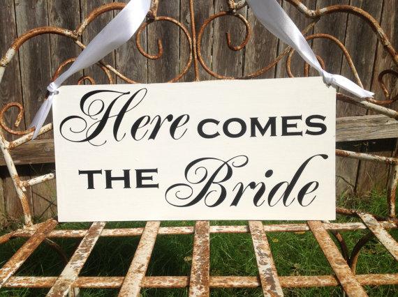 Свадьба - Here Comes the Bride -  Wedding Sign, Ring Bearer sign, Flower girl sign, Disney Wedding Sign, Wedding decor
