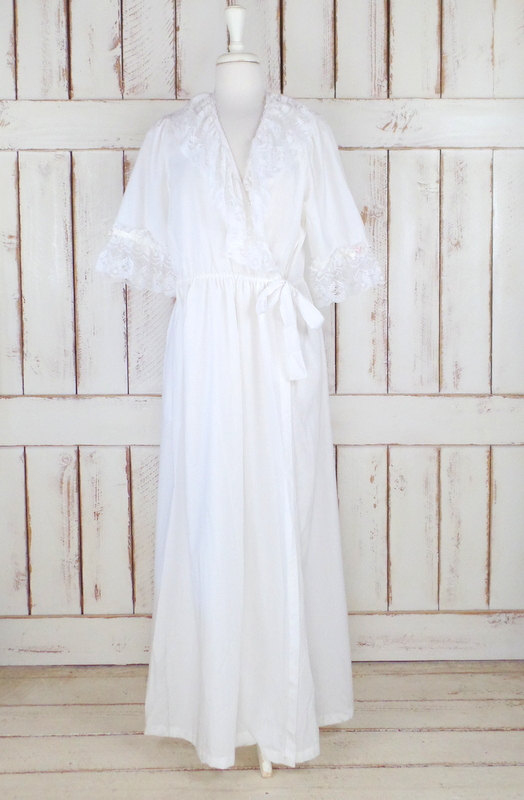 On Sale 15% Off - Vintage White Cotton Ruffle Lace Peignoir Dressing ...