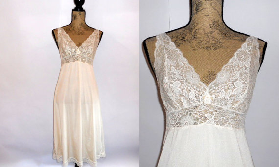 Mariage - Vintage Shadowline Lace Nightgown Lingerie Ivory Lace Negligee Bridal Women's Small Medium Full Length Slip