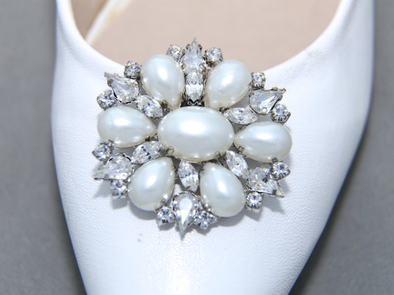 A pair of pearl crystal shoe clips rhinestone shoe clips wedding a pair of pearl crystal shoe clips rhinestone shoe clips wedding bridal shoe clips organza shoes decoration bridesmaids gift shoe clips junglespirit Choice Image