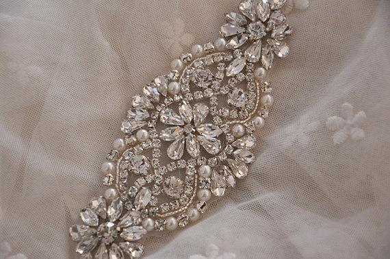 زفاف - Crystal and pearl beaded applique for bridal sash, wedding headband, garters