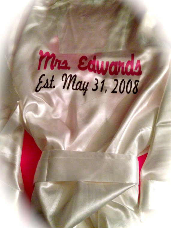 Mariage - Personalized Bride Robe. White Future Mrs. Robe. Bride To Be Robe. Bridal Lingerie. Customized Soon To Be Mrs Last Name Robe. Bride Gift.