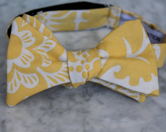 Mariage - Men's Bow Tie in Yellow Block Print- Self tying - freestyle - Groomsmen gift and ring bearer outfit