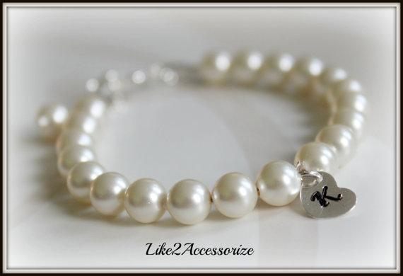 Mariage - Child Pearl Bracelet, Flower Girl Bracelet, Initial Sterling Silver Charm, Personalized Bracelet, Wedding Jewelry Gift Set, Classic Bracelet