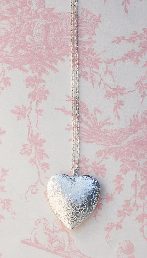 Mariage - Large Silver HEART LOCKET Pendant Silver Wedding Bridal Bridesmaid Gift  LOVE Photo Locket Bridesmaid Jewelry