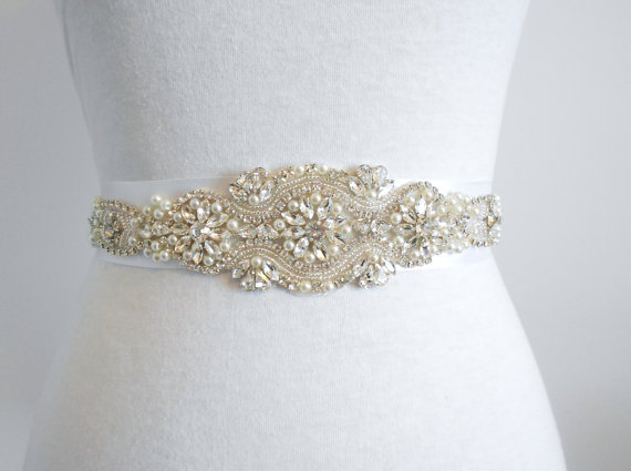 Mariage - Bridal Sash, Beaded Sash Wedding Dress Sash, Rhinestone Sash, Rhinestone and Pearls Sash Belt Crystals and Satin Tie. A Beautiful Sash