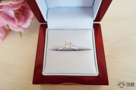 Mariage - 1/2 ct 5mm Solitaire Engagement Ring, 4 Prong, Round Man Made Diamond Simulant, Wedding, Promise Ring, Bridal, Sterling Silver or 14k Gold