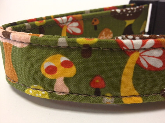 Свадьба - Dog Collars With Curb Appeal - Magic Mushroom Design - Adjustable Dog Collar Available In Four Sizes - Fashionable Dog Collars