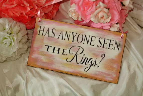 Mariage - Has anyone seen the rings, wedding signs, hanging, wooden, pink gold black  shabby, rustic, beach, barn, country wedding funny ring bearer