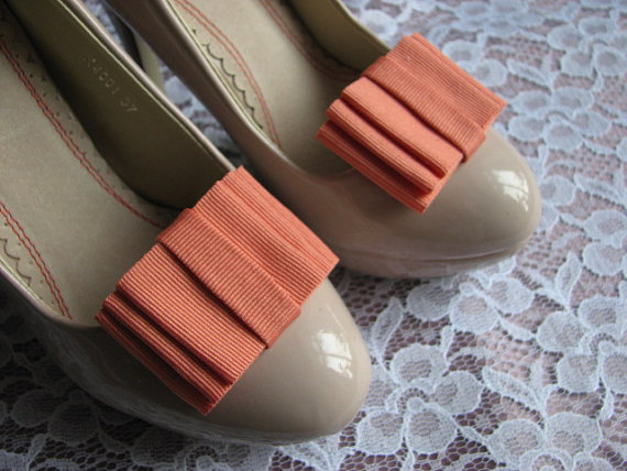 Mariage - Coral shoe clips Coral shoe bows Coral wedding Coral bridal Coral shoes Bridal shoe clips Coral wedding Orange Coral accessory Coral gift