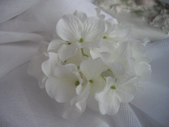 Mariage - White Large Statement Hydrangea Cluster Hair Clip For Bridal Hair Accessory Rehearsal Dinner or After Ceremony