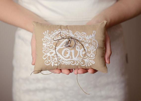 "Свадьба - Anna - 6x6"" Wedding ring pillow - Embroidery text ring pillow -  Wedding ring bearer - Ring pillow bearer - Burlap ring pillow"