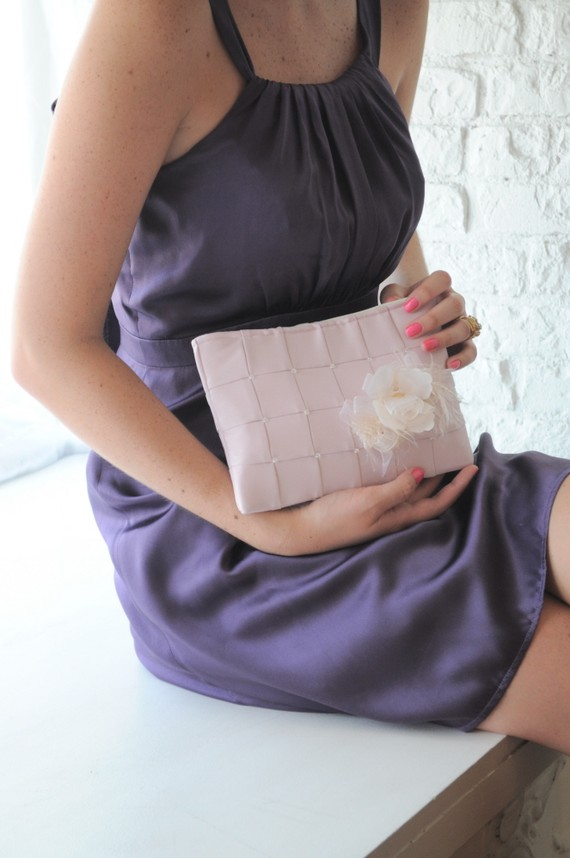زفاف - Clutch - The Lily Viola Clutch in Blush Pink satin, bride bridal beaded bag, wedding pink purse, bridesmaids clutch flower pin