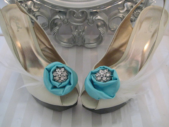زفاف - Tiffany Blue shoe clips- Satin Roses with Crystal Brooch Center and Feather Accents- Shoe Fascinators