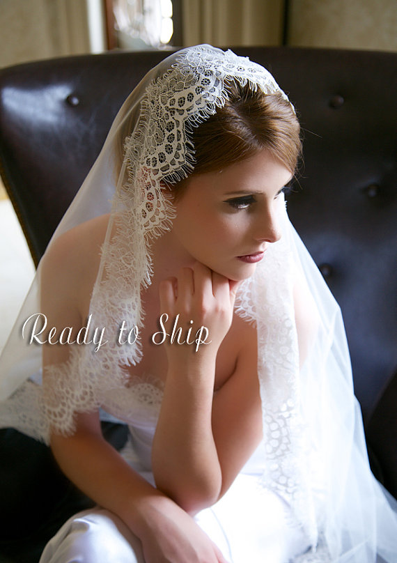 زفاف - Light Ivory Lace Veil, Waltz Length Traditional Wedding Veil, Eyelash Lace Edge, Tulle Bridal Veil, Lace Mantilla Bridal veil, Ready to Ship