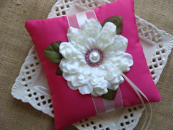 Mariage - Wedding Ring Bearer Pillow - Ivory Zinnia on Fuscia Tafetta