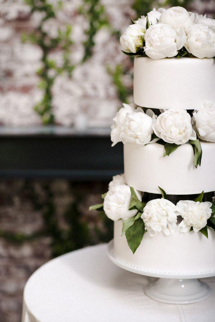 Свадьба - Color Inspiration: Fresh White And Ivory Wedding Ideas