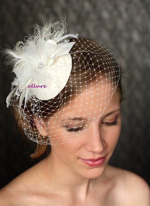 Mariage - Headdress 1950s BIRDCAGE VEIL. Vintage bow. Wedding hat, bridal hat, headpiece  - white, ivory