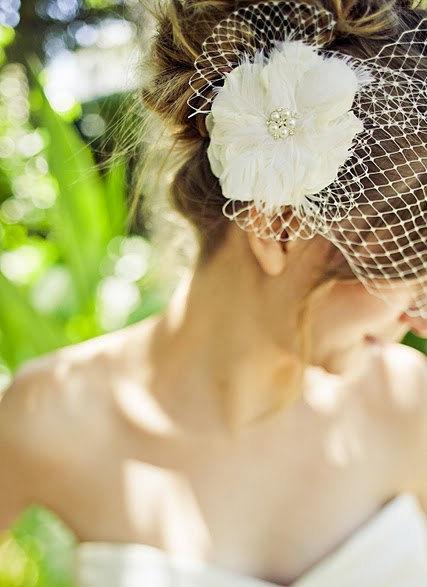 Hochzeit - White or Ivory Bridal Fascinator, Bandeau French Net Veil, Wedding Feather Hair Clip, Wedding Veil, 2 pc set