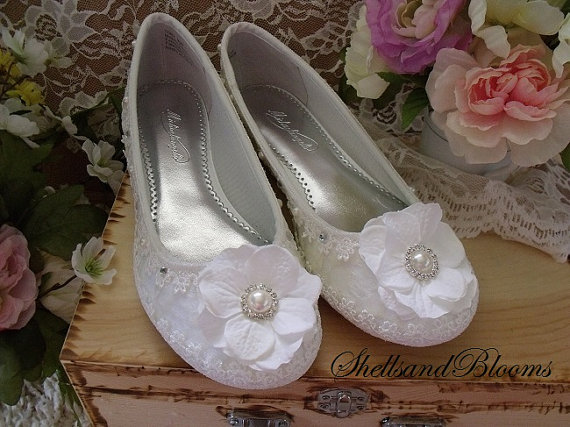 Mariage - Wedding Bridal Ballet Flats Shoes - White Satin - Vintage ivory lace - Rhinestone crystals and Pearls - Embellished - bridesmaids - Flowers