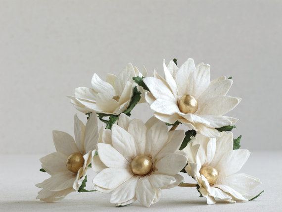 50mm Large White Daisies With Gold Centre 5pcs Mulberry Paper