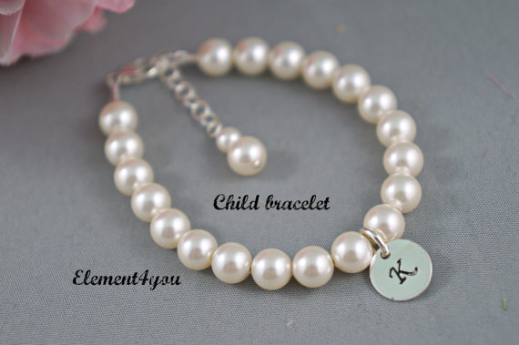 Hochzeit - Child bracelet, flower girl bracelet, Initial charm bracelet,  Single Pearl strand, Wedding Jewelry gift, Classic pearl bracelet.