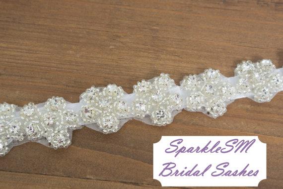 "Свадьба - Bridal Sash Crystal Bridal Beaded Crystal Sash Wedding Sash 18"" Rhinestone Bridal Belt - Hattie"