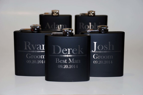 Свадьба - 3 Flasks Wedding party favors, engraved Flasks, Groomsmen flask, Best man flask, Custom engraved 6oz flask., flask, personalized flask,