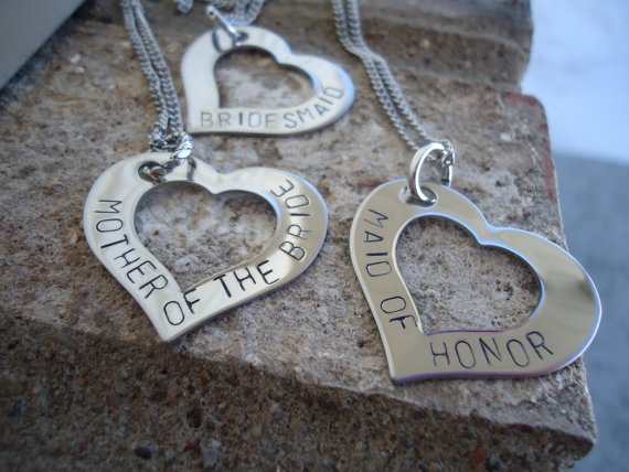 Mariage - Set of 3 Personalized Wedding Party Heart Necklaces And/or Bouquet Charms - Mother of the Bride Necklace - Maid of Honor Jewelry