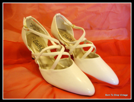 زفاف - Vintage white wedding shoes, bridal shoes, Louis heels, Steampunk, victorian, white shoes,  NOS, vegan leather Sz. us 7, eu 37 1/2, uk 4 1/2