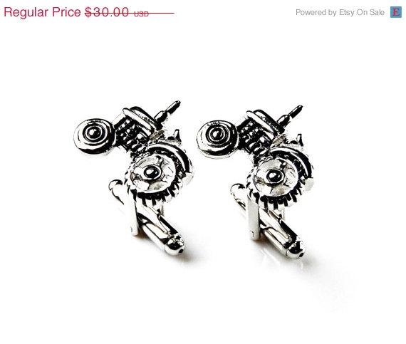 Свадьба - On Sale & Free Shipping Tractor Cufflinks - Groomsmen Gift - Men's Jewelry - Gift Box Included