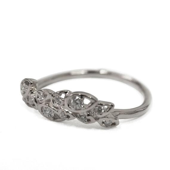 Mariage - Diamond Art Deco Petal Engagement Ring - 18K White Gold and Diamond engagement ring, leaf ring, flower ring, antique, vintage, halo ring