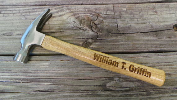 Hochzeit - Groomsmen Gift - Engraved Wooden Handled Hammer - Personalized Hammer - Father's Day Gift - Gift for Dad