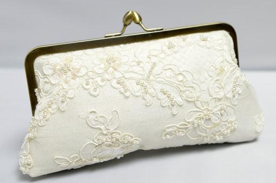 Свадьба - Lace Bridal Clutch, Ivory Wedding Purse, Alencon Lace Purse, Lace Wedding Bag, Formal Clutch {Lotus Pearl Kisslock}