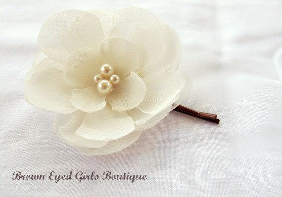 Mariage - Ivory Bridal Flower Hair Clip, Wedding Hair Accessory, Bobby Pin, Fascinator, Chiffon, Pearl Beads, Bridal Head Piece