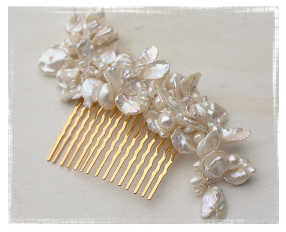 Свадьба - Bridal Hair Accessory Keshi Pearl and Crystal Wedding Flower Hair Comb