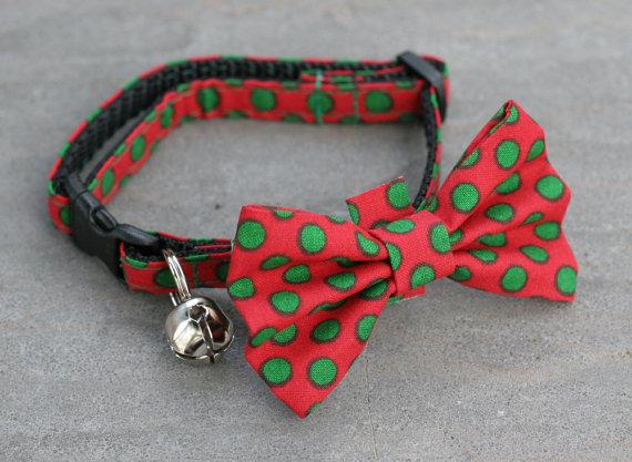 زفاف - Cat Collar with Bow Tie - Green Polka Dots on Red