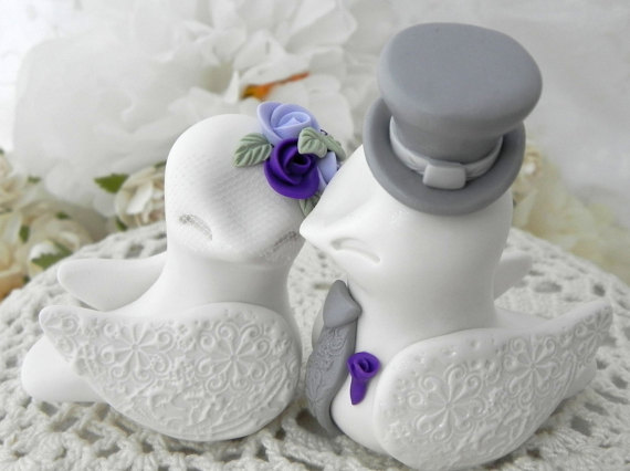 Свадьба - Lovebirds Wedding Cake Topper, White, Purple, Lilac and Grey, Bride and Groom Keepsake, Fully Customizable
