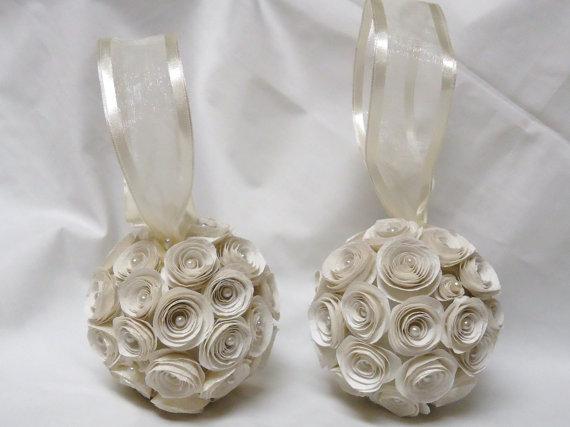 Свадьба - Pomander. Kissing Ball. Flower girl bouquet. Bridal flowers. Bridesmaid bouquet. Ivory roses. Ivory flowers