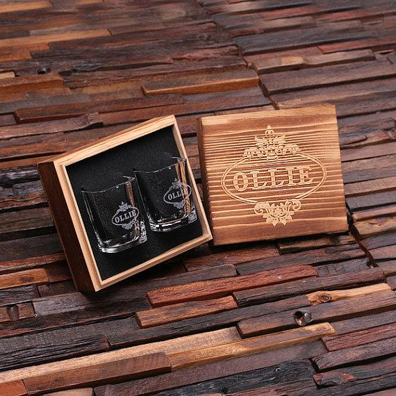 Свадьба - Personalized Shot Glasses with Wood Box Groomsmen, Best Man, Man Cave Gift Barware (024965)